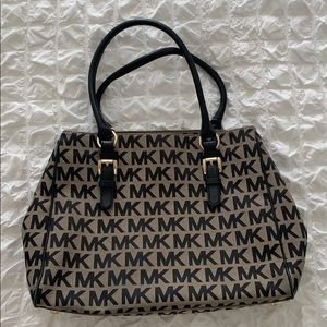 Michael Kors Signature Tote, Medium